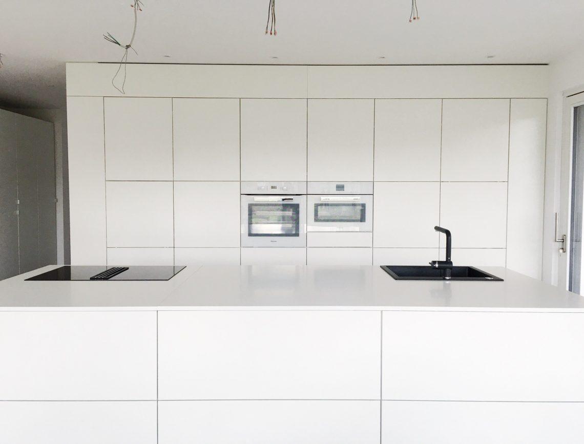 Unsere neue Küche - komplett grifflos und in Weiß - Halfie\'s ...